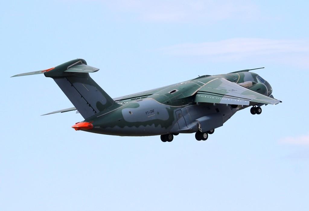 KC390 12